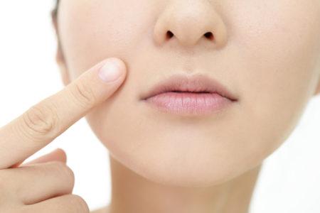 顔のむくみやたるみに隠れた症状